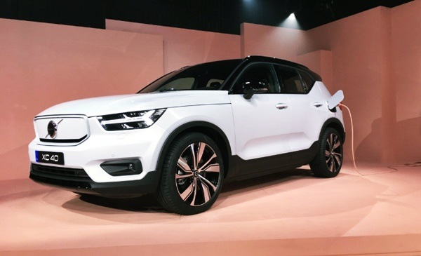 Photo of New 2021 Volvo XC40 T4 Momentum Design